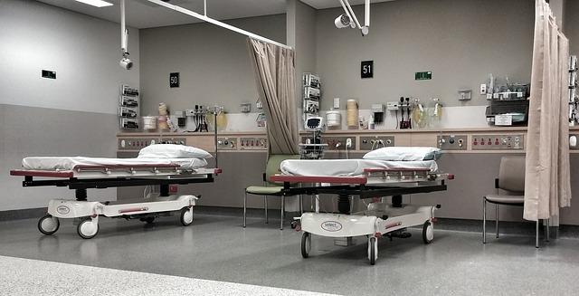 集中治療室で加療される小児に対する静脈栄養は入室24時間以内より7日後からの開始したほうが転帰が良い
