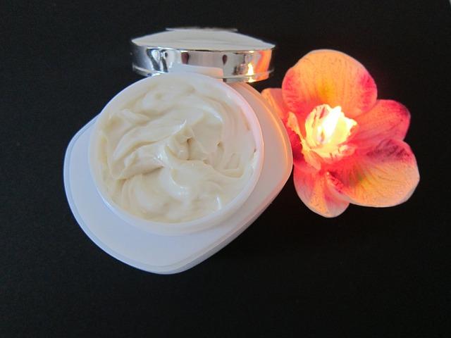 保湿剤の定期塗布はアトピー性皮膚炎の再燃を抑制する: ランダム化比較試験