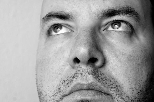 アレルギー性鼻炎に対する点鼻ステロイド薬は、症状があるときのみでも良い?
