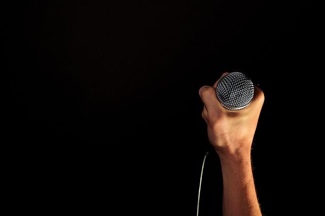 喘息やアレルギーは、声の性質を変える?