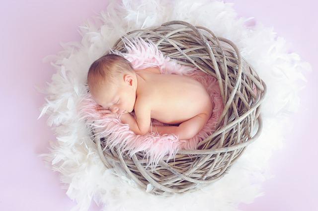 新生児期からの保湿剤定期塗布はアトピー性皮膚炎を予防する: ランダム化比較試験