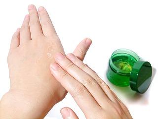 リンデロンVとプロトピック軟膏を週2回8週間、皮膚の状態に差がでるか?