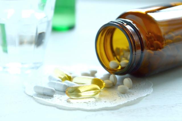 ステロイド薬を内服しなければならない喘息発作を起こす要因はなにか?