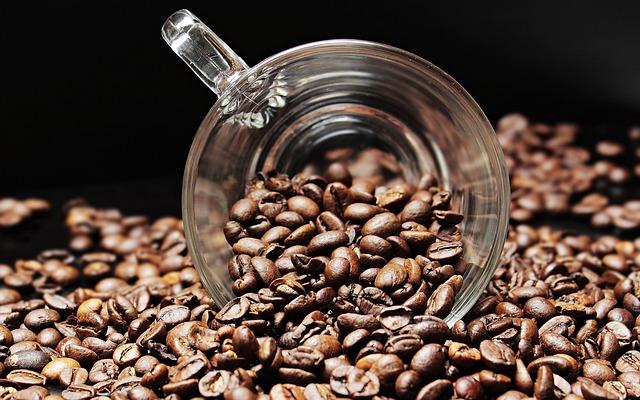 コーヒーを日常的に摂取すると、酒さ(顔の赤み)を減らすかもしれない