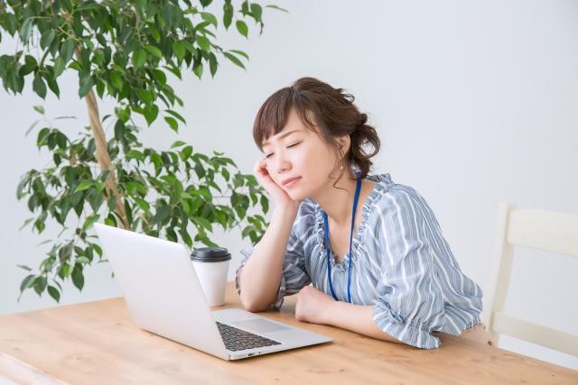 アレルギー性鼻炎は労働生産性を下げ、薬物治療はそれを改善させるかもしれない