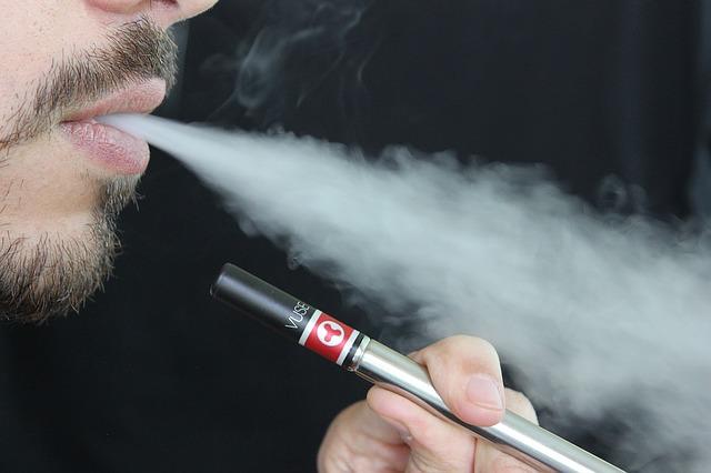 電子タバコによると考えられる、急性肺障害の症例シリーズ報告