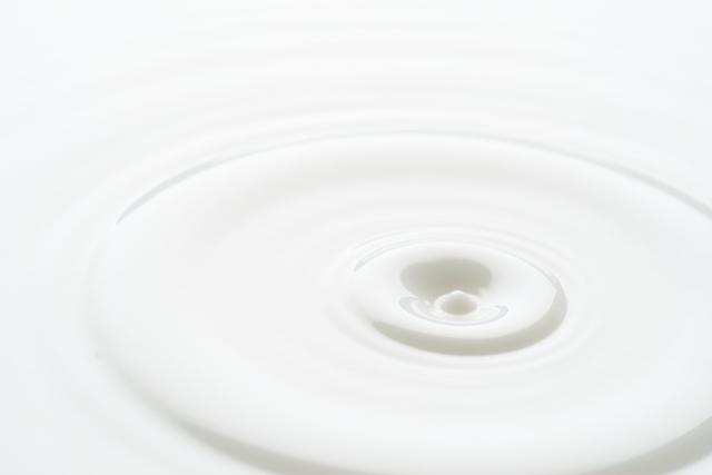 アトピー性皮膚炎の乾燥肌に対する保湿剤は、保湿成分が入っている方が効果的である
