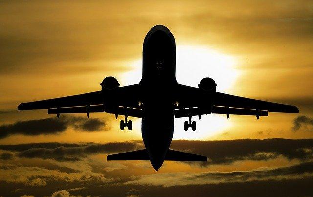 航空機でのコロナウイルス感染のリスクはどれくらいあるか?