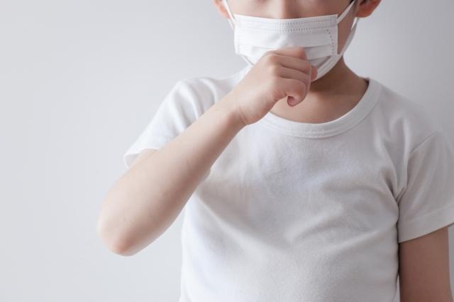 百日咳はマイコプラズマよりも長く咳が続き、100日続く可能性がある