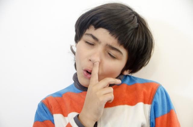 小児の鼻症状に関し、その経過や特徴からアレルギー性かどうかを鑑別できるか?