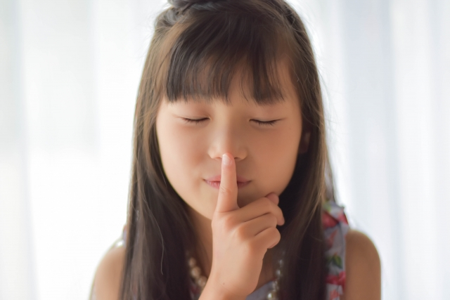 学校における子どもの集団生活は、新型コロナの感染拡大リスクにどれくらい関与しているか?