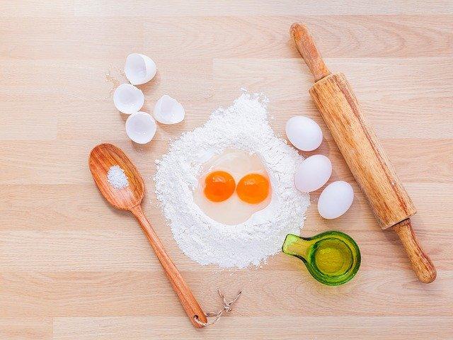 卵白に含まれる耐熱性蛋白質オボムコイドは、小麦と混ぜて十分加熱するとアレルゲン性が大きく下がる