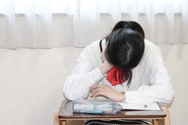 アレルギー性鼻炎があると成績がさがり、鎮静性抗ヒスタミン薬はさらに成績がさがるかもしれない