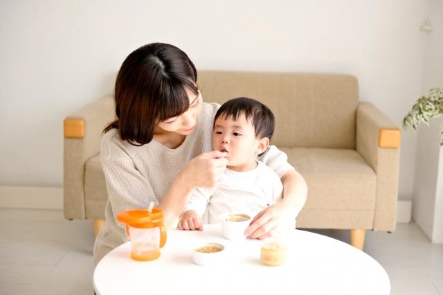 離乳食の導入時にリスクが高い乳児を鑑別するために、湿疹以外にどのような点が着目されるか?