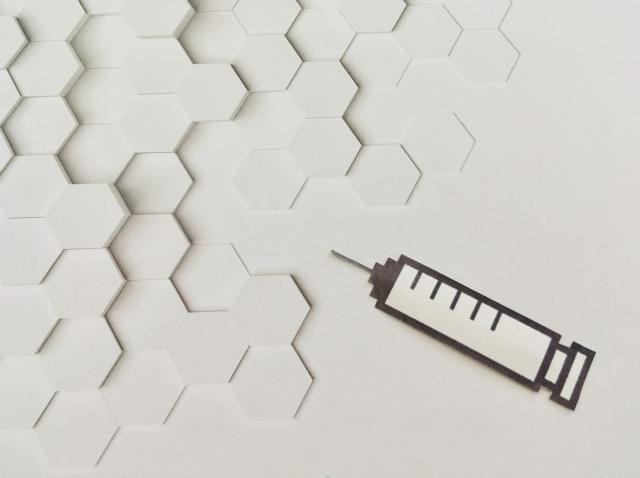 アストラゼネカ製の新型コロナワクチンの血栓は、どんな機序で起こるのか?