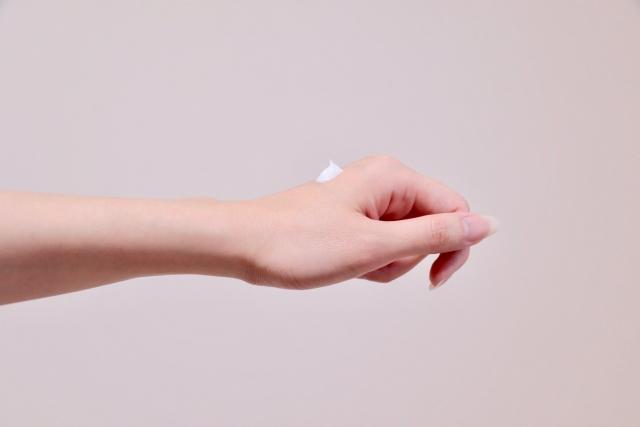 セラミドが主成分の保湿剤は、基剤よりも皮膚の機能を改善させる