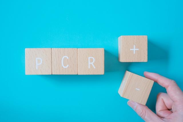 新型コロナに対する唾液検体によるPCR検査は、鼻咽頭検体に比較して陽性率はどれくらい下がるか?